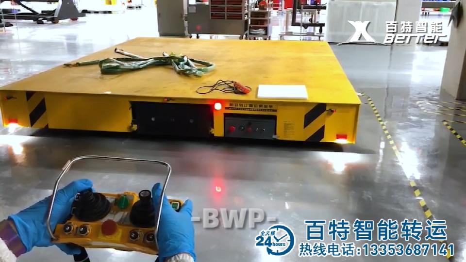 摇杆遥控器操作无轨电动平板车视频